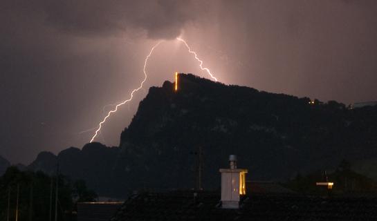 Abb. 6: Gewitter nahe dem Bürgenberg mit dem exponierten, hier beleuchteten Hammetschwand-Lift