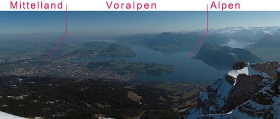 Abb. 1: Blick vom Pilatus auf die Hauptlandschaften Alpen (rechts), Voralpen (mitte, Rigi bis Luzern), Mittelland (links)