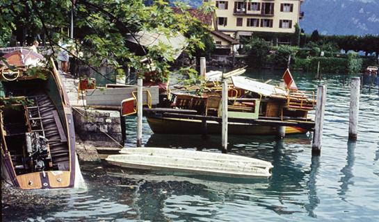 Abb. 11: Die 1964 von einem Felssturz ausgelöste Flutwelle schleuderte Schiffe ans Ufer von Weggis
