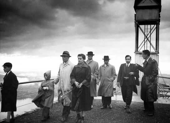 Abb. 3: Jawaharal Nehru (in hellem Mantel) und Indira Ghandi (Bildmitte) anlässlich des Besuches auf der Hammetschwand